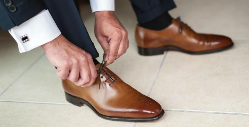 Jakie buty dobrać do garnituru?