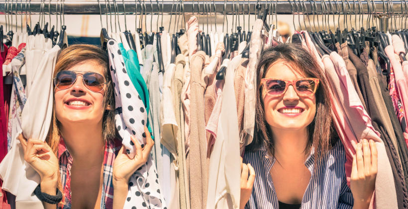 Jak prowadzić sklep z odzieżą używaną?