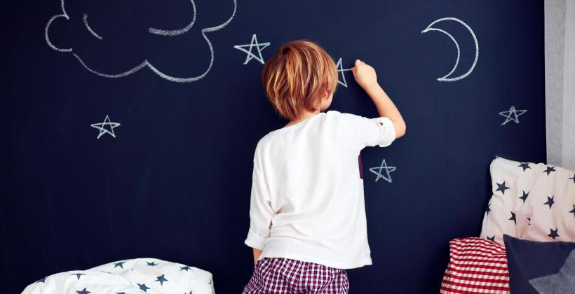 Jaką farbę ścienną najlepiej wybrać do pokoju dziecięcego?