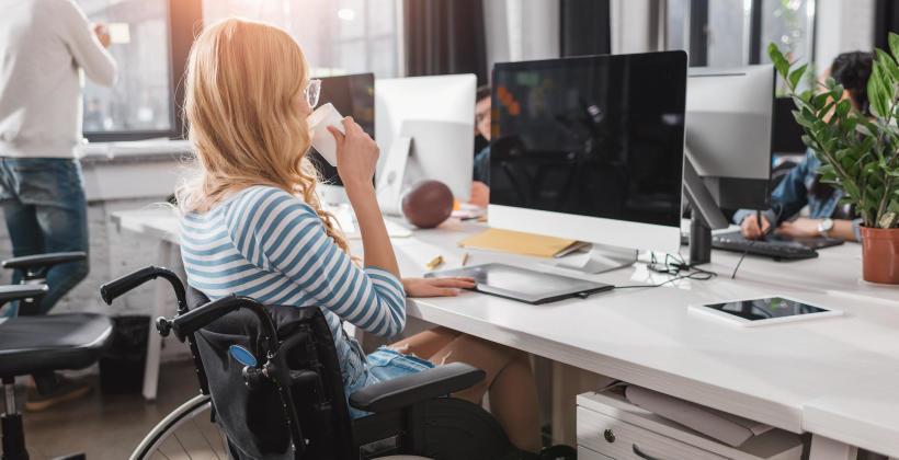 Osoby niepełnosprawne w pracy. Z czym wiąże się ich zatrudnienie?