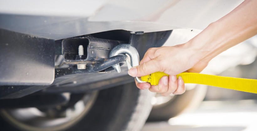 Holowanie czy laweta – co zrobić z uszkodzonym pojazdem?