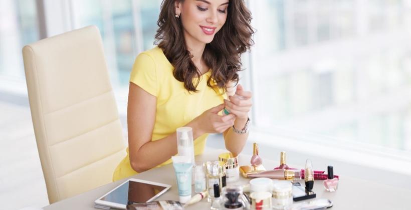 Jakie kosmetyki do twarzy warto używać podczas codziennej pielęgnacji?