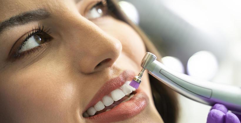 Jakie zabiegi wykonamy w gabinecie stomatologicznym?