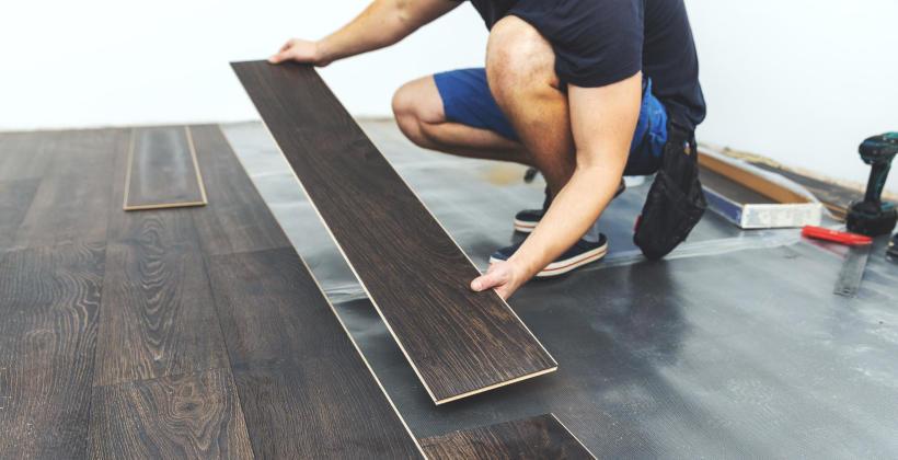 Panel podłogowy jako dobry sposób na ciepłą i cichą podłogę