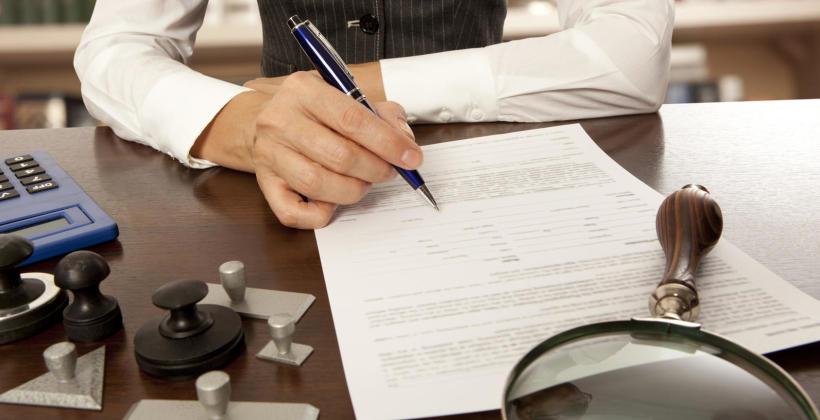 Jakie elementy wchodzą w skład opłat za wykonanie czynności notarialnej?