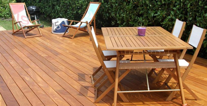 Deski drewniane kontra kompozytowe, czyli jak urządzić własny taras