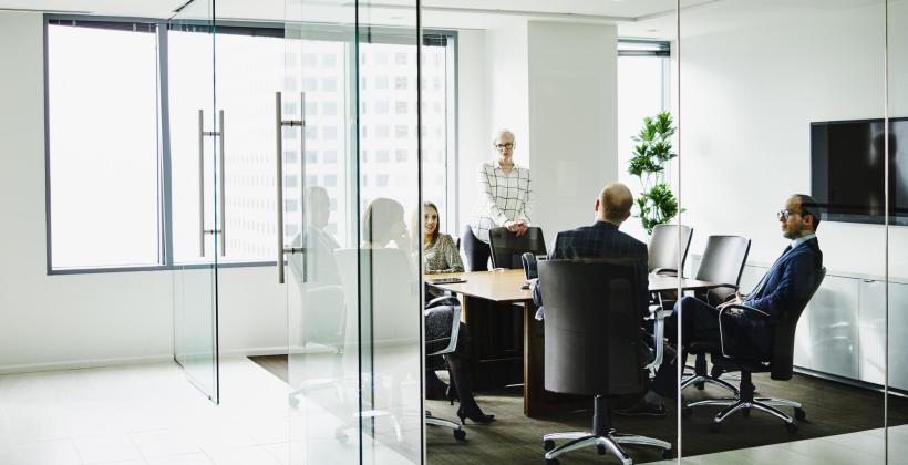 Remont siedziby firmy – jakie okna wstawić w miejsce starych?