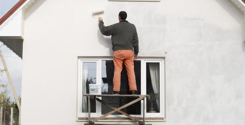 Jaką farbę elewacyjną wybrać z oferty hurtowni materiałów budowlanych Woko 2?