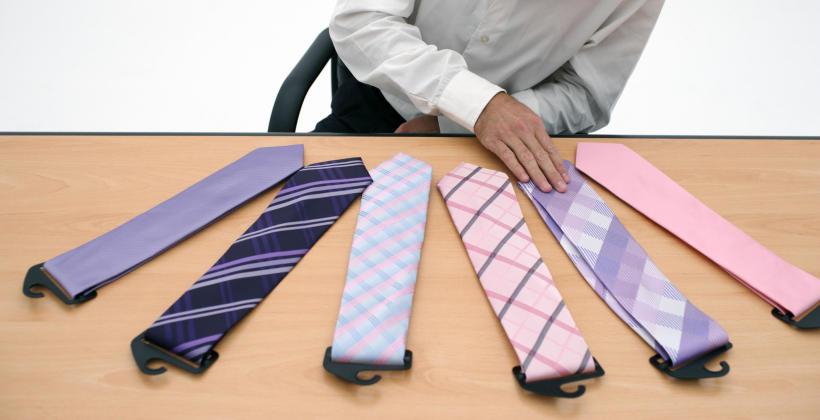Krawat czy mucha – co powinien wybrać mężczyzna na różne okazje?