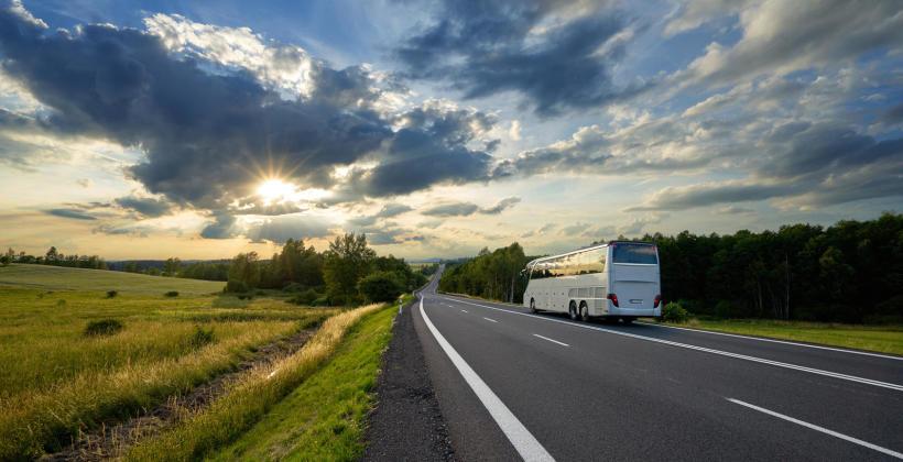 Jak prawidłowo przeprowadzić naprawy blacharskie autobusów?