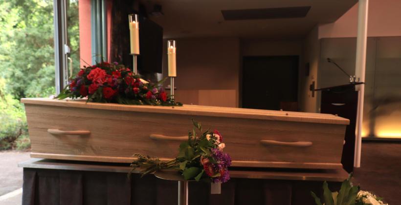 Jak  zorganizować pogrzeb świecki?
