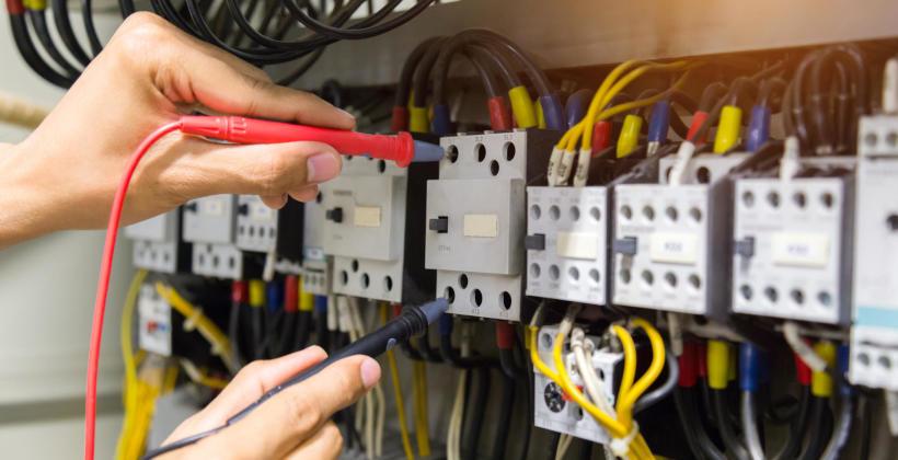 Konserwacja elektrycznych instalacji – na czym to polega?