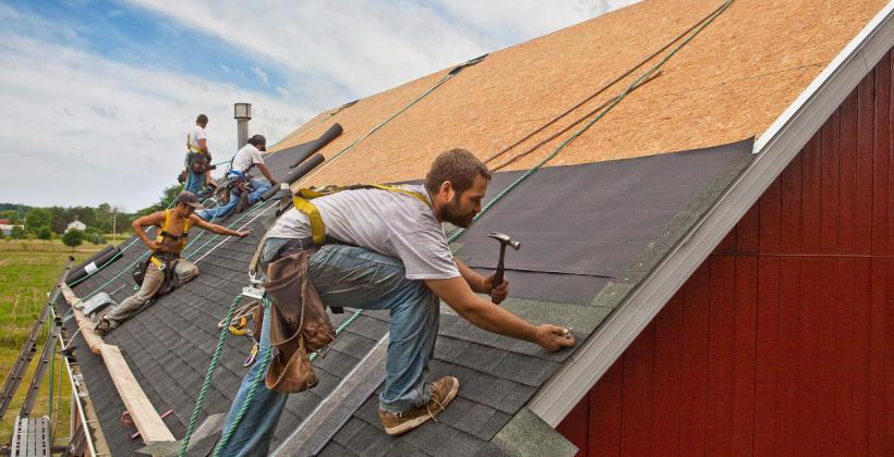 Sztywne poszycie dachu czy łaty i kontrłaty?