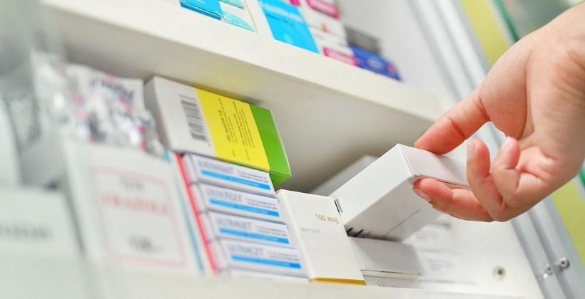 Pudełka kartonowe w branży farmaceutycznej. Jakie standardy powinny spełniać?