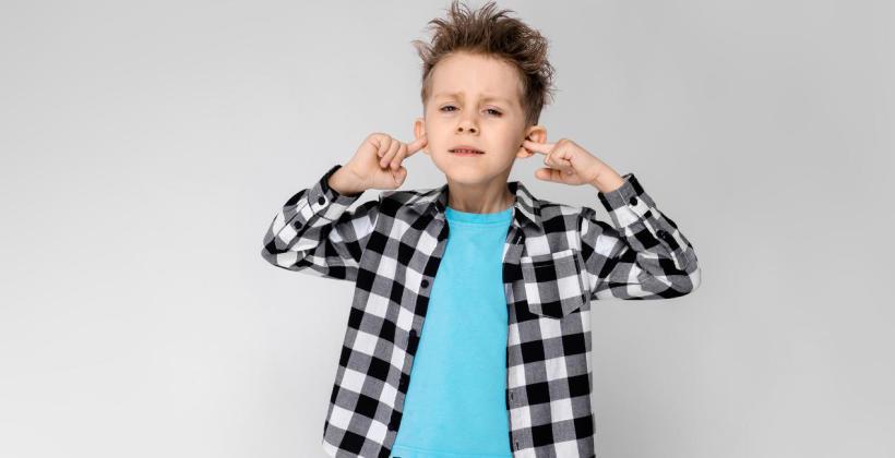 Jak uporać się z problemem odstających uszu?