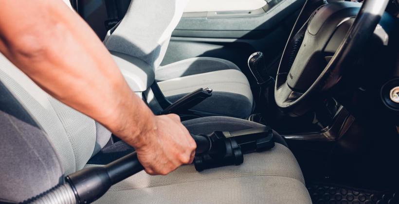 Dlaczego czyszczeniem tapicerki samochodowej powinni zająć się specjaliści?