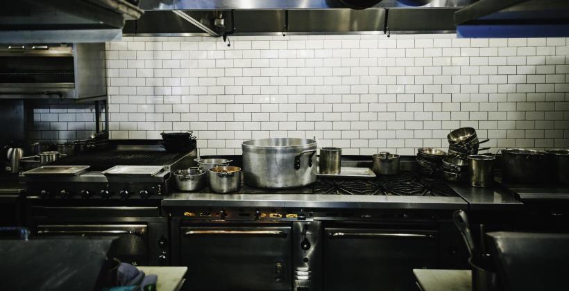 Wyposażenie kuchni, którego nie może zabraknąć w lokalu gastronomicznym