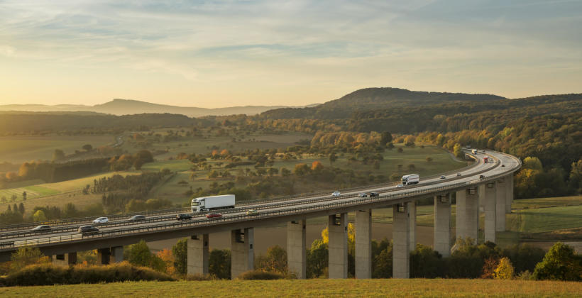 Transport materiałów budowlanych – sposób na szybką budowę
