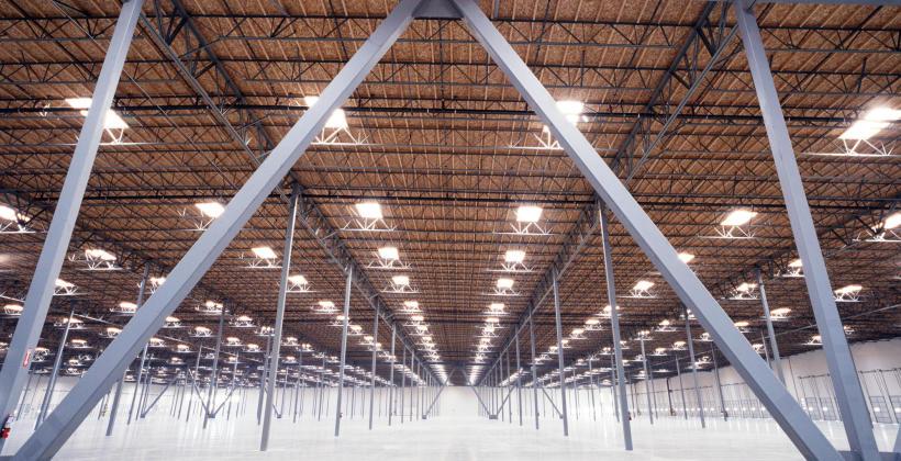 Jak zaprojektować oświetlenie przemysłowe?