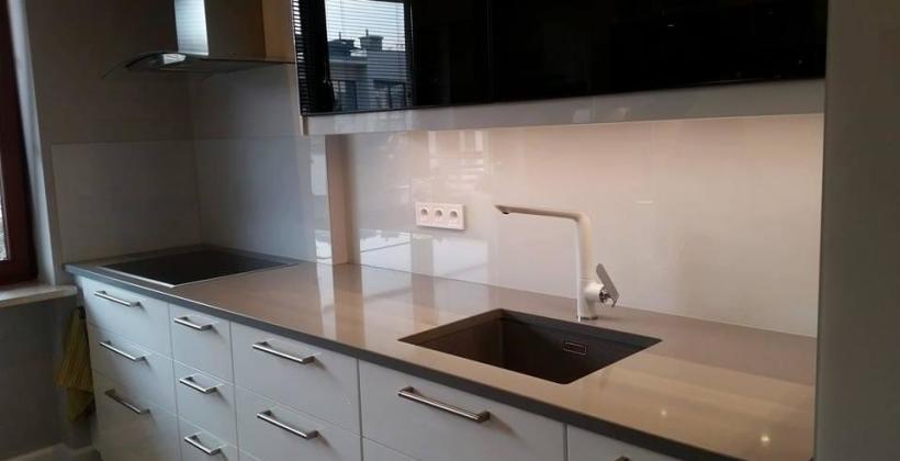Czy panele szklane sprawdzą się w kuchni?