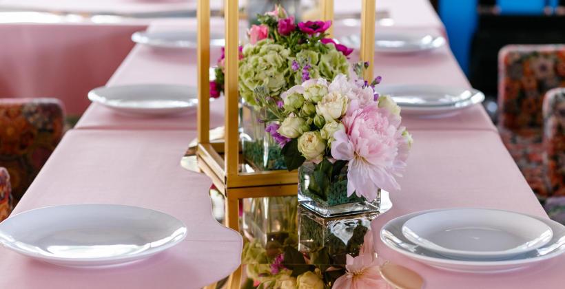 Dlaczego warto zorganizować przyjęcie rodzinne w wynajętej sali?