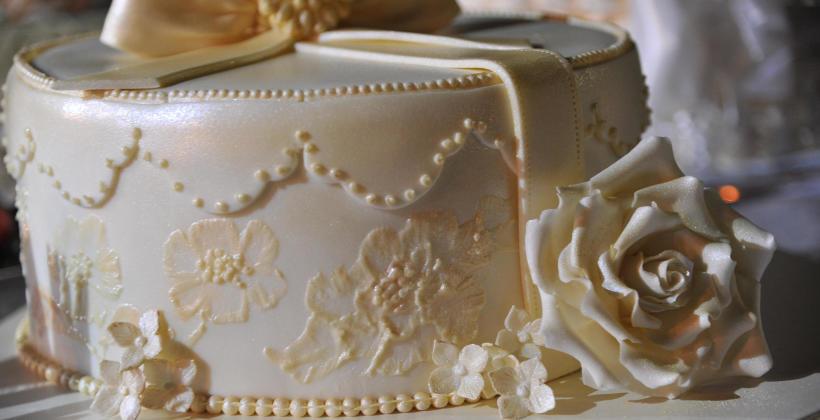 Tort weselny - wyjątkowe ciasto na wyjątkową chwilę