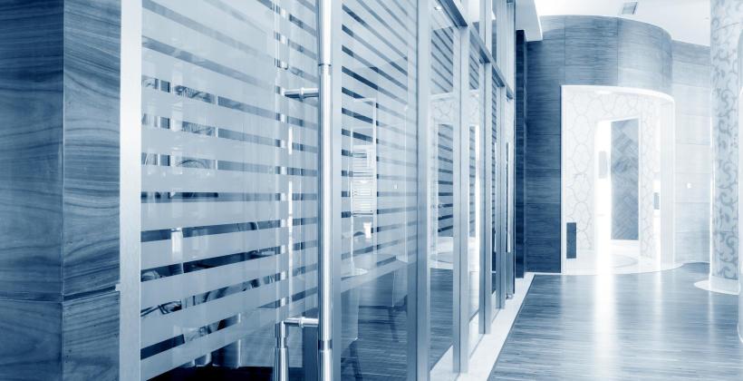 Jakie są sposoby ozdabiania szkła?