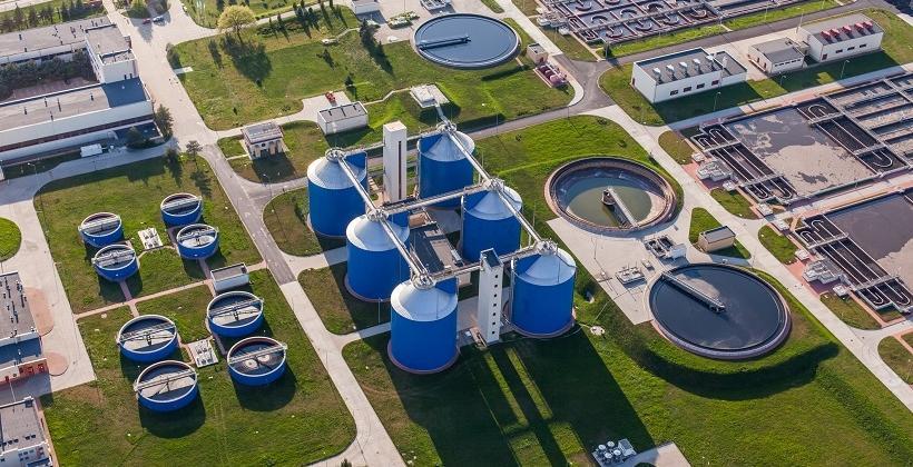 W jakie wyposażenie technologiczne powinna być zaopatrzona przemysłowa oczyszczalnia ścieków?
