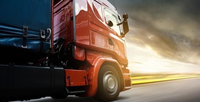 Czym się kierować wybierając firmę do transportu ładunków ponadnormatywnych?