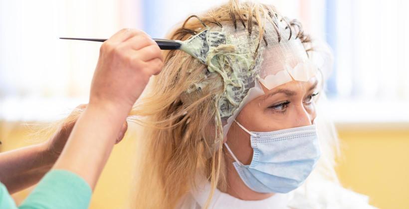 Otwarcie salonów kosmetycznych i fryzjerskich w nowym reżimie sanitarnym. Jesteś właścicielem? Sprawdź, co musisz wiedzieć