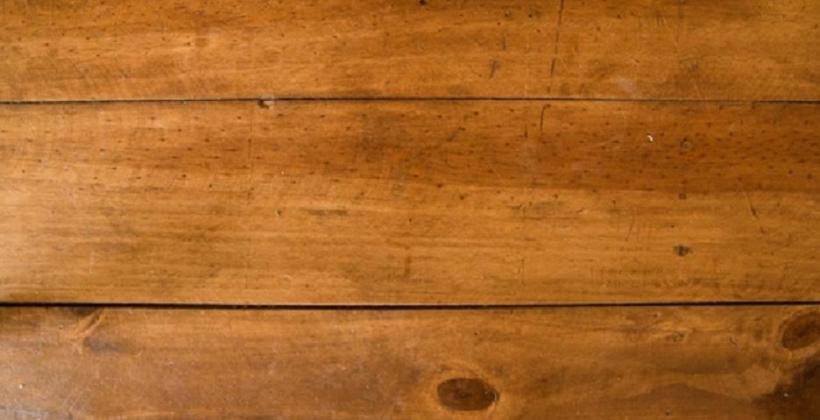 Zalety klasycznej podłogi z naturalnej deski – dlaczego warto mieć ją w swoim domu?