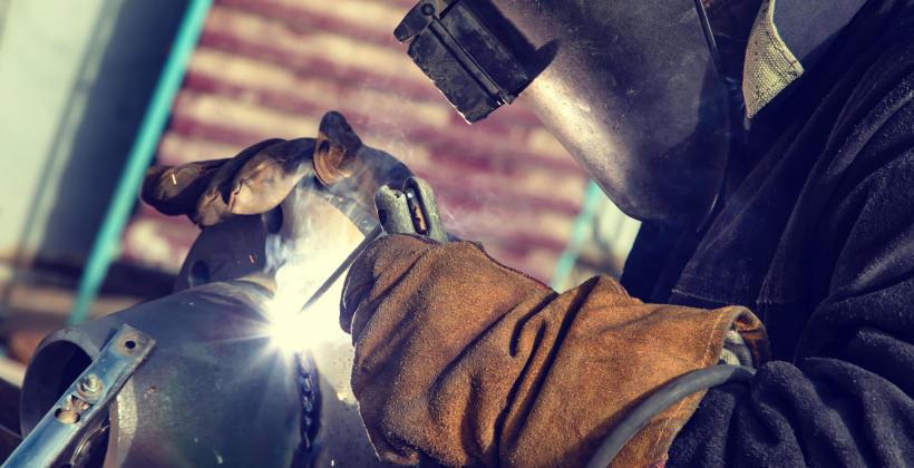 Jakie gazy techniczne stosuje się w spawalnictwie?