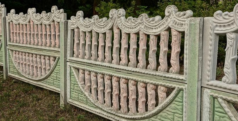 Ciekawe pomysły na ogrodzenie betonowe. Przykłady aranżacji