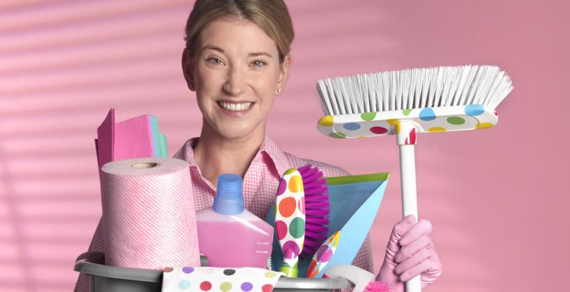 Jakie artykuły zapewnić pracownikowi odpowiedzialnemu za sprzątanie firmy?