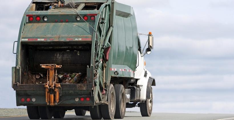 Jak dobrać pojemniki i częstotliwość odbioru odpadów dla nieruchomości niezamieszkałych