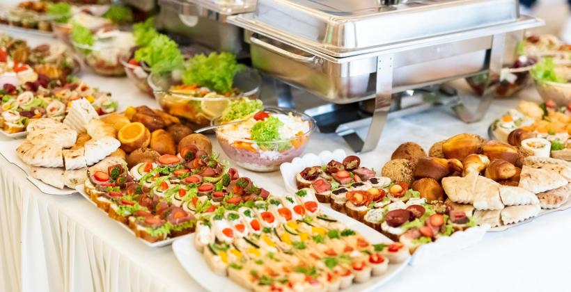 Nowoczesna restauracja usługi cateringowe a posiłki na zamówienie