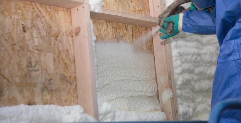 Pianka PUR – idealny system izolacyjny dachu