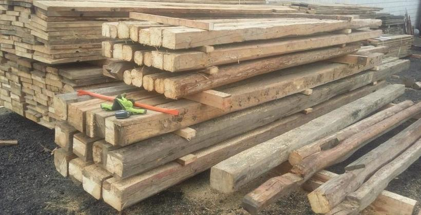 Co zrobić z drewnem po rozbiórce?