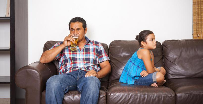 Z czym muszą mierzyć się dorosłe dzieci alkoholików?