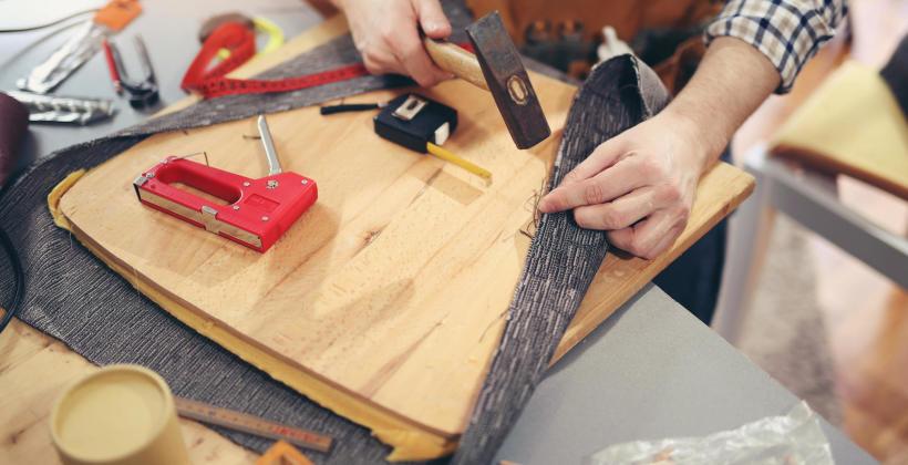 Kiedy warto oddać meble do tapicera?