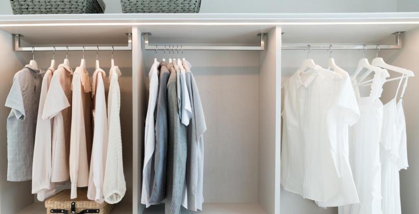 Na co zwracać uwagę wybierając szafę na ubrania