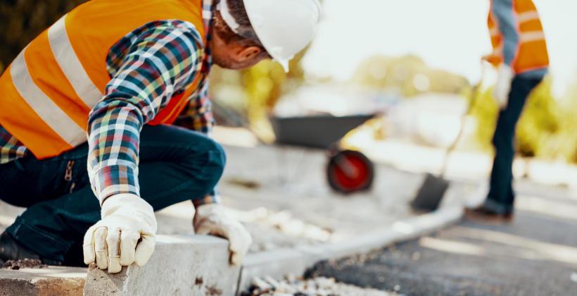 O czym warto pamiętać, szukając firmy w kontekście budownictwa drogowego?