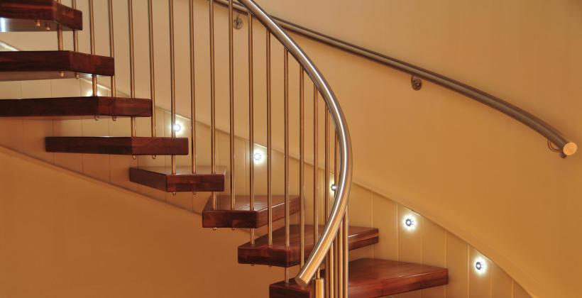 Jak prawidłowo dbać o balustrady ze stali nierdzewnej?