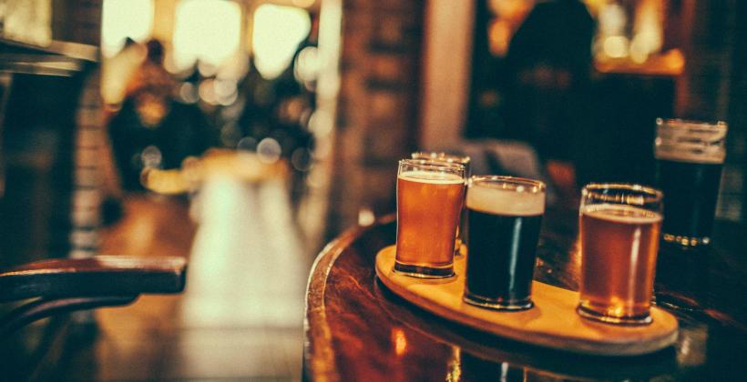 Dlaczego warto zaopatrzyć bar w piwa kraftowe?