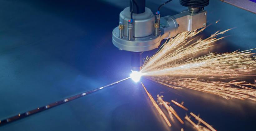 Którą technikę cięcia blach wybrać – plazmową czy laserową?