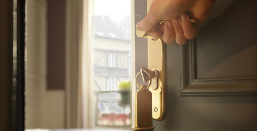 Na jakie kwestie zwrócić uwagę wybierając klamkę do drzwi wejściowych?