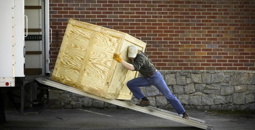 Kiedy wynająć firmę transportującą ładunki gabarytowe?