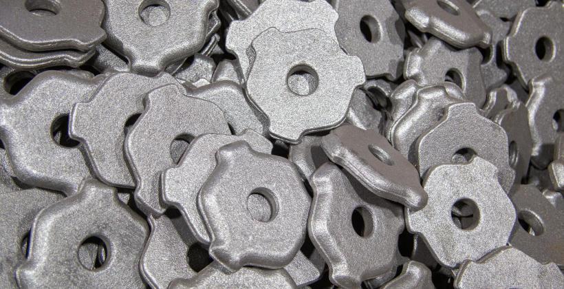 Na czym polega śrutowanie stali?