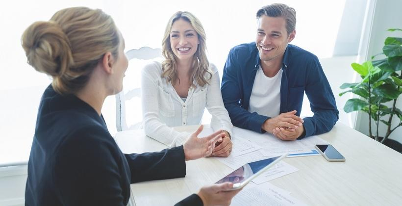 Na czym polega różnica między kredytem a pożyczką?