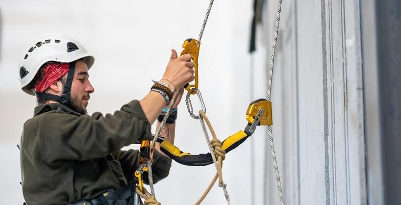 Zagrożenia w czasie realizacji prac z zastosowaniem technik linowych